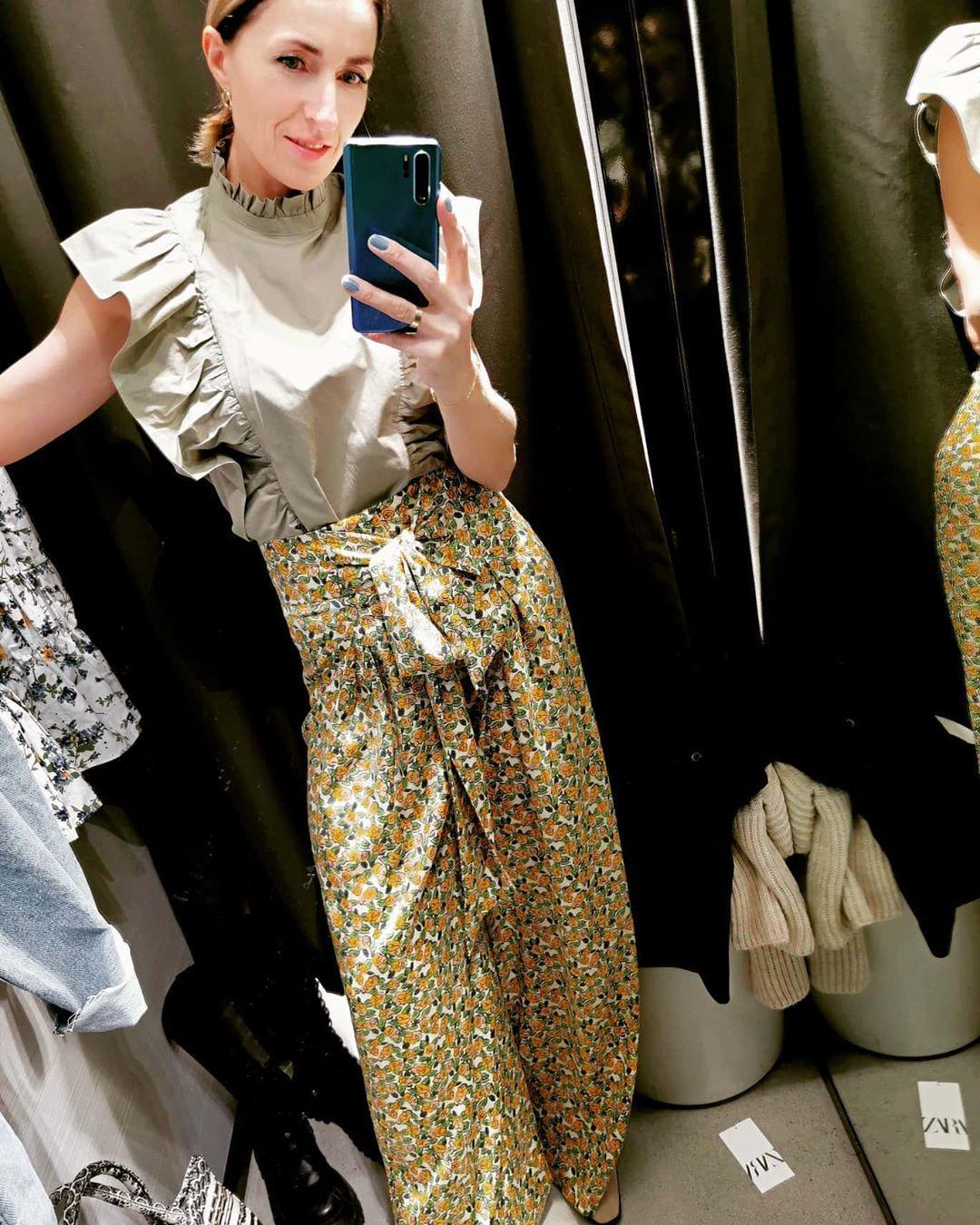 Te spodnie są na prawdę piękne. Taki print króluje na światowych wybiegach. Myślę że świeży powiew wiosny w...Te spodnie są na prawdę piękne. Taki print króluje na światowych wybiegach. Myślę że świeży powiew wiosny w modzie. 😊💪💚💚#zara #wiosna #poznań #zaraoutfits #spodnie #zielen #kolor #fashion #fashionloverstyle #fashionlover #style #styleoftheday