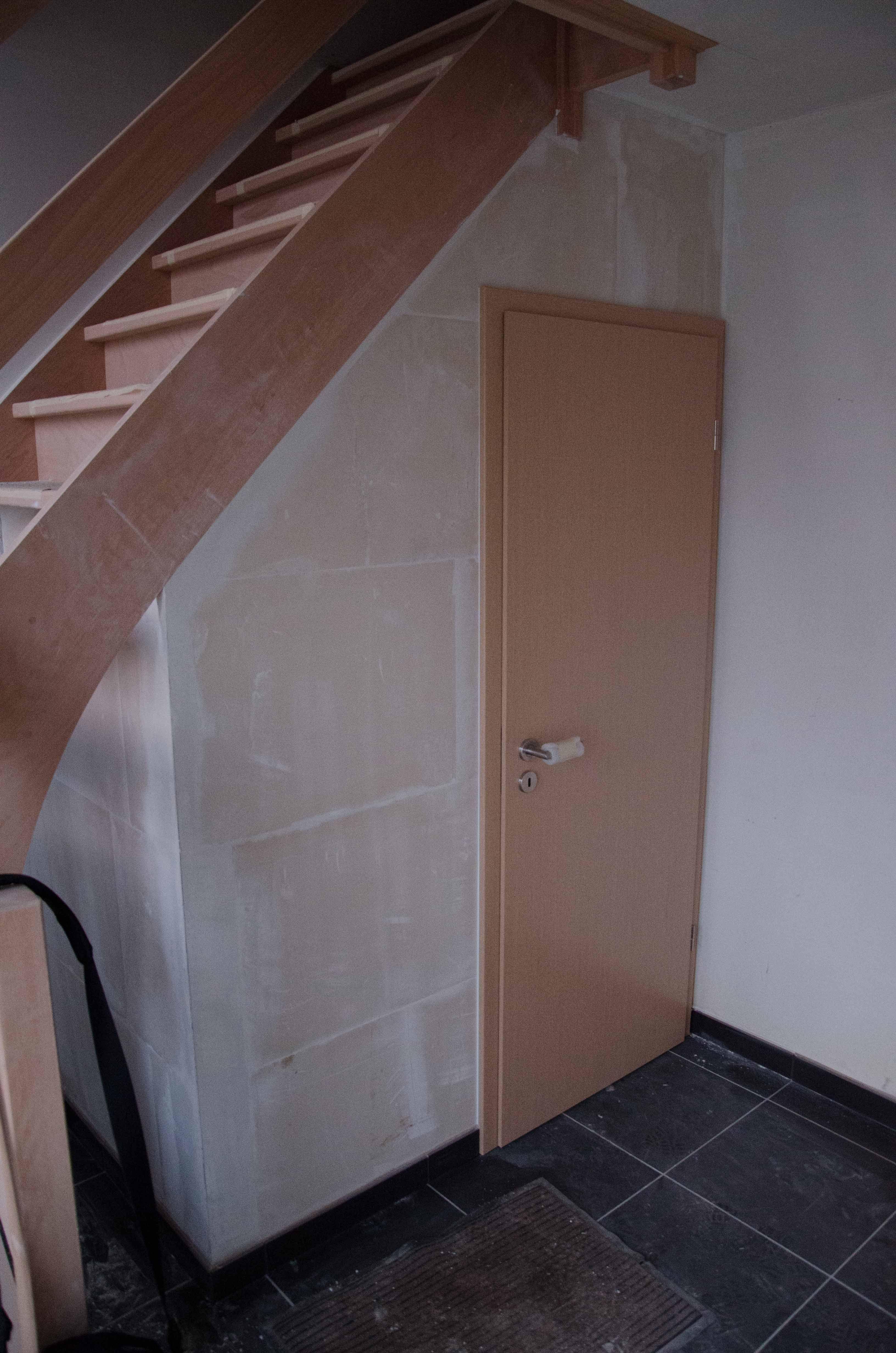 Toilettes sous escaliers recherche google escaliers - Decoration wc sous escalier ...