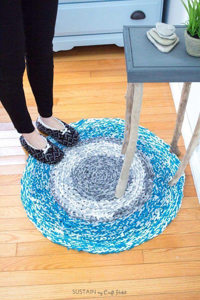 DIY rag rug with upcycled tshirt yarn #diyragrugupcycle #diyragrugtshirt