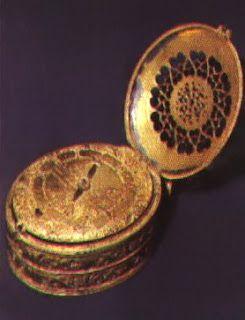 إختراع الساعة أول من اخترع الساعة كان إسمه بيتر هنلاين كان في الأساس صانع أقفال والحقيقة أن الساعة لم تكن كما نر Antique Watches Pocket Watch Amazing Watches