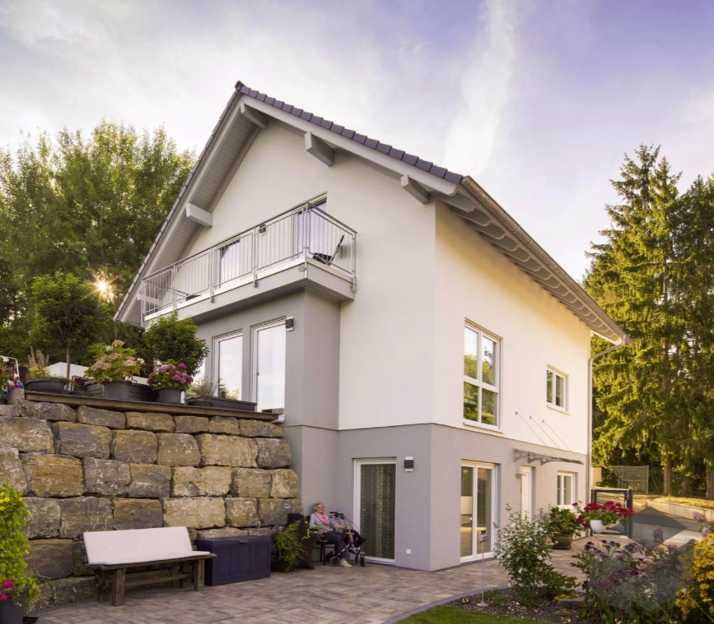 Einfamilienhaus Mit Fertigteilgarage Und Geräteschuppen In: Einfamilienhaus Mit Einliegerwohnung Von FingerHaus Bietet