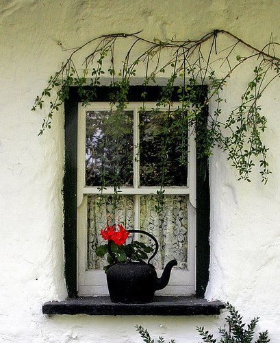 This pop of red makes this photo from Shabby Chic Mania!  Love it!!