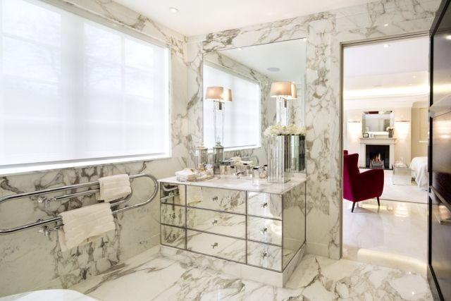 Luxus Badewanne Wand Boden Marmor Fliesen  Verspiegelter Waschtsch Unterschrank