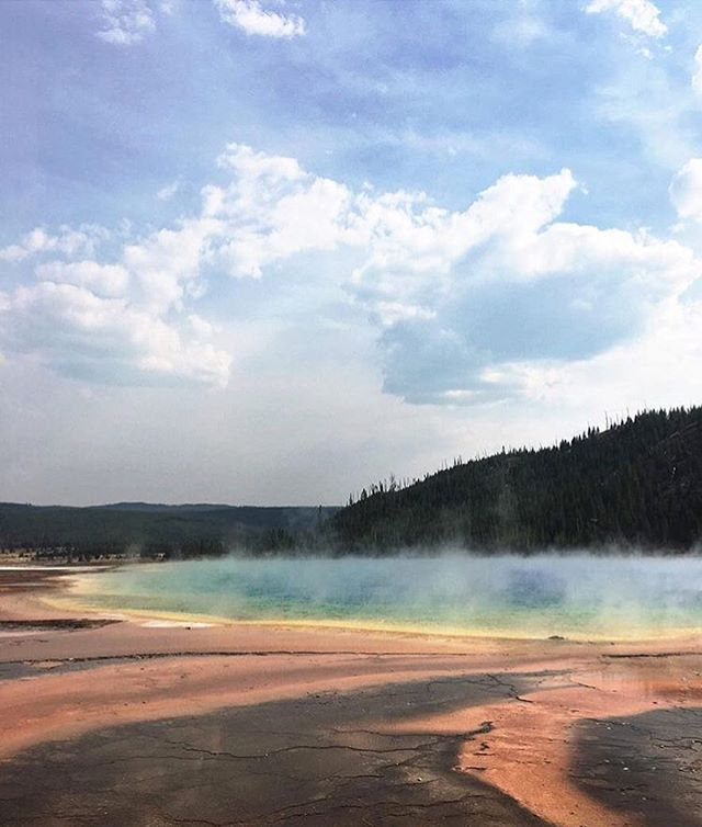 Mercury might be in retrograde but this planet is looking pretty mind blowing 🌎. Photo from editorial director @stellabugbee's trip to #yellowstone.