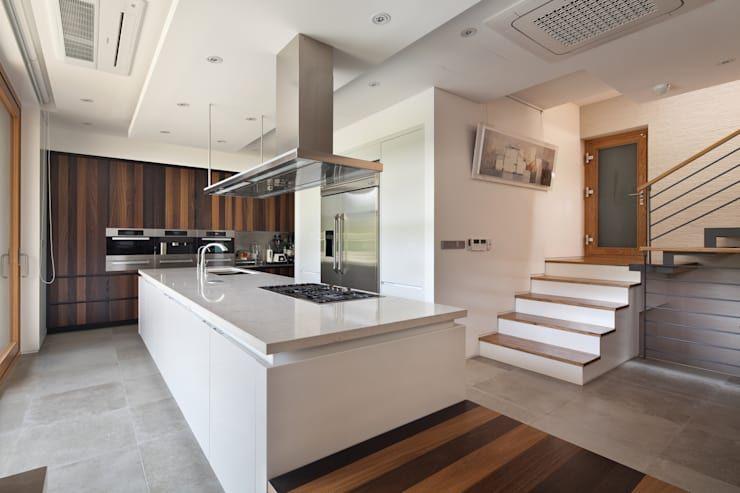 다재다능한 주방의 마법사 아일랜드 주방 20 호미파이 Homify 인테리어 집 아름다운 집