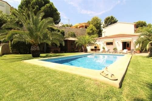 Villa Vista Javea Javea Villa Vista Javea is a detached villa situated in J?vea in the Valencia Community Region and is 8 km from El Montg?. You can relax by the outdoor pool in the garden in fair weather. Free WiFi is available throughout the property.