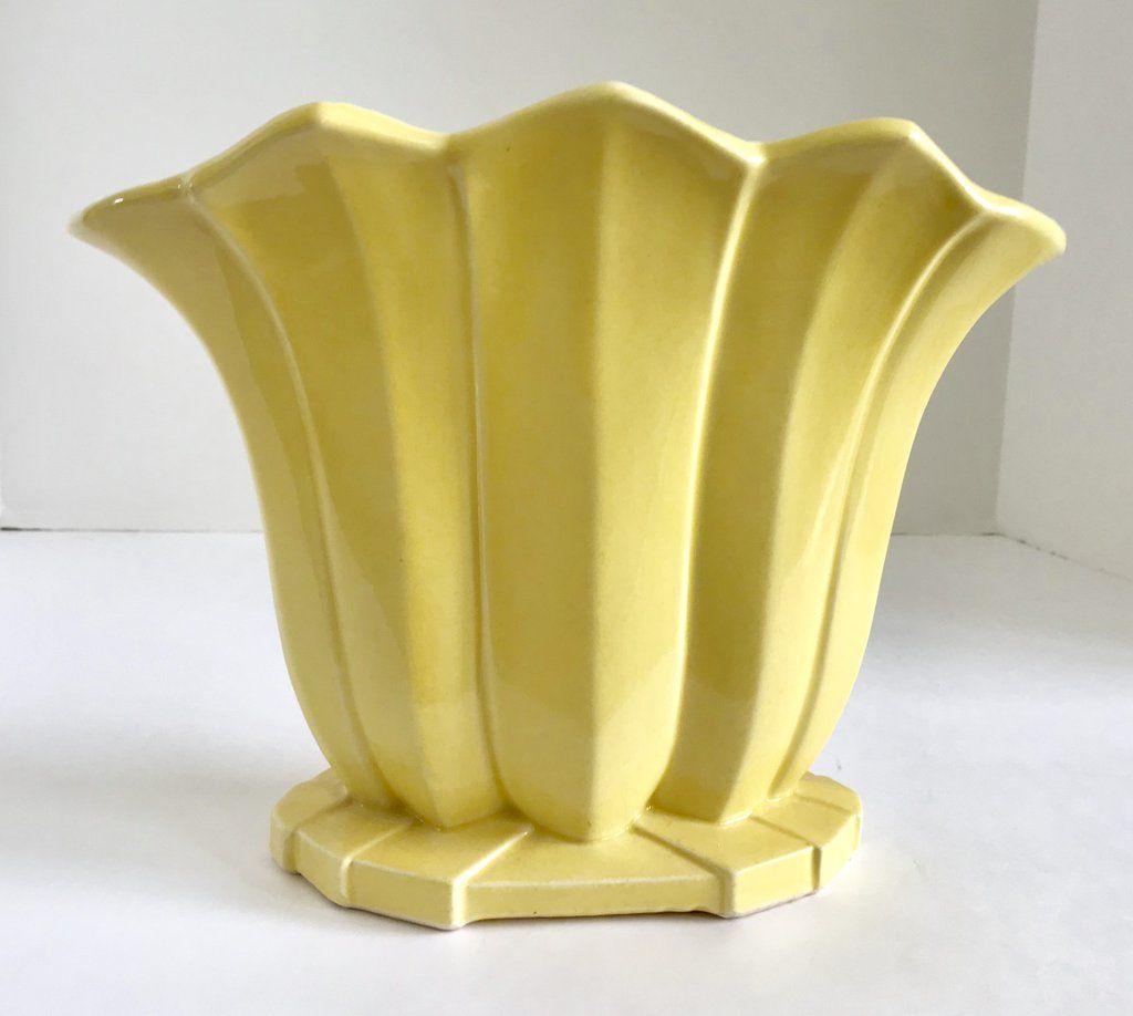 Vintage Mccoy Pottery 8 1 2 Yellow Fluted Fan Vase Vase Mccoy Pottery Pottery