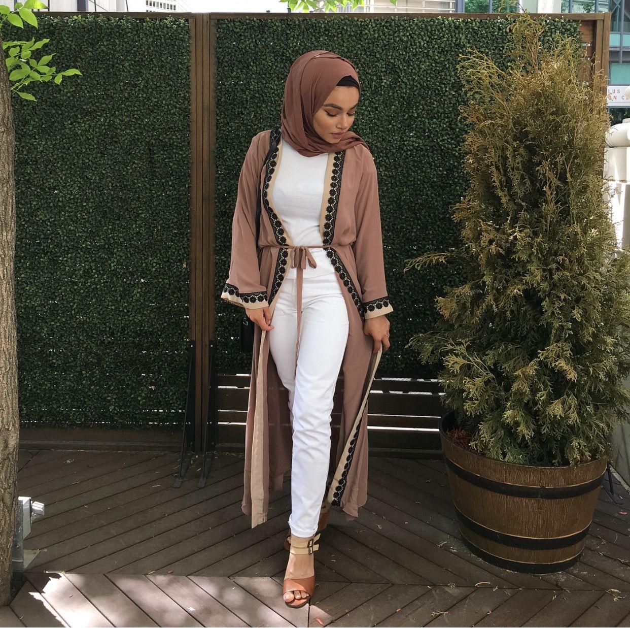 inspiring modest casual bedroom | Pinterest @adarkurdish 🌸 hijab style #casual #white | Cute ...