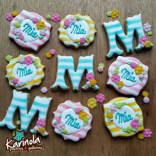 Las cookies del bautizo de Mía! ! #karinola #galletasdecoradas #bolachasdecoradas #biscoitosdecorados #decoratedsugarcookies #sugarcookies #royalicing #edibleart #instasweet #instacookie #designercookies #royalicingcookies #icingcookies #cookie #instasweet #instacookie #instapartybloggers #cookieart #baptismcookies #flowercookies #summercookies