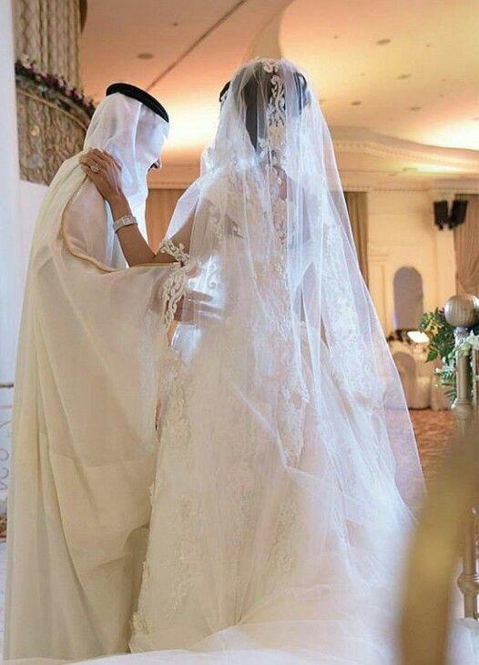 Pin By Naadiyah On Arab Couples 1 Arab Wedding Arabian Wedding Wedding Dress With Veil