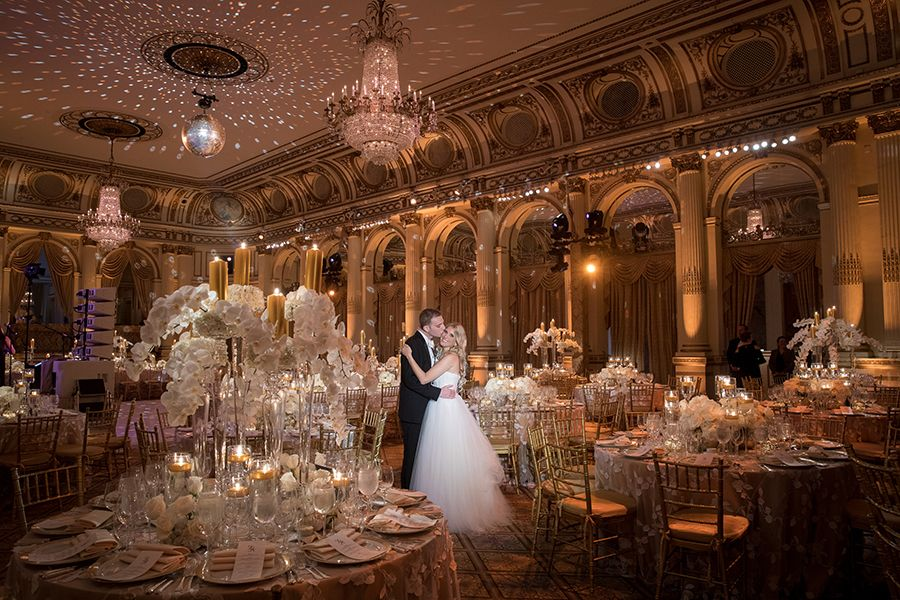 Classic New York City Wedding At The Plaza Hotel Strictly Weddings Ny Wedding Venues City Wedding Strictly Weddings