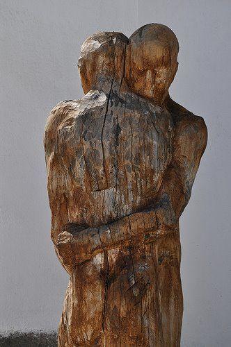 Wood  People  Hug  Scolpture