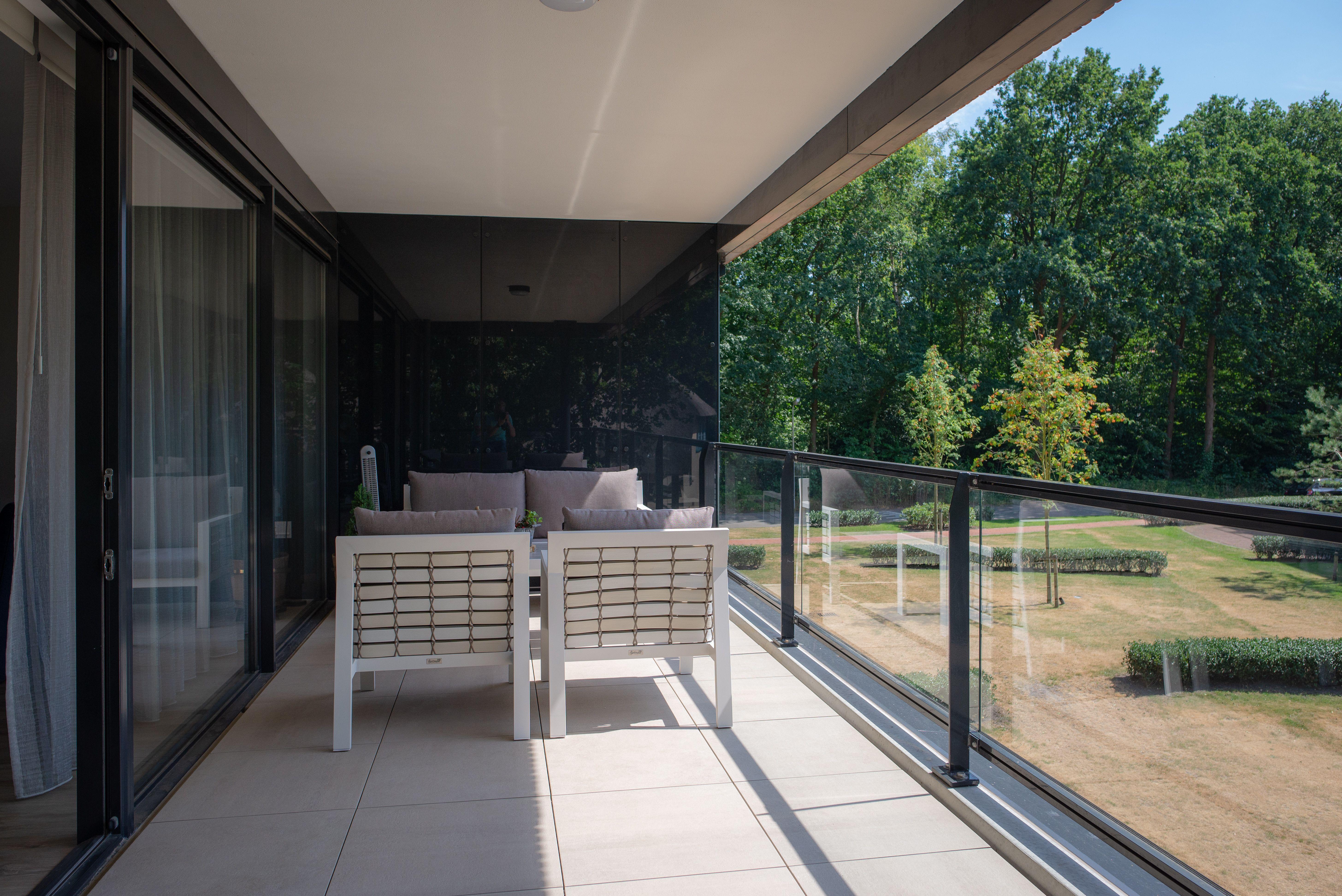 Vloer Voor Balkon : Luxe balkon met vloer van keramische tegels ☆ onderhoudsarm
