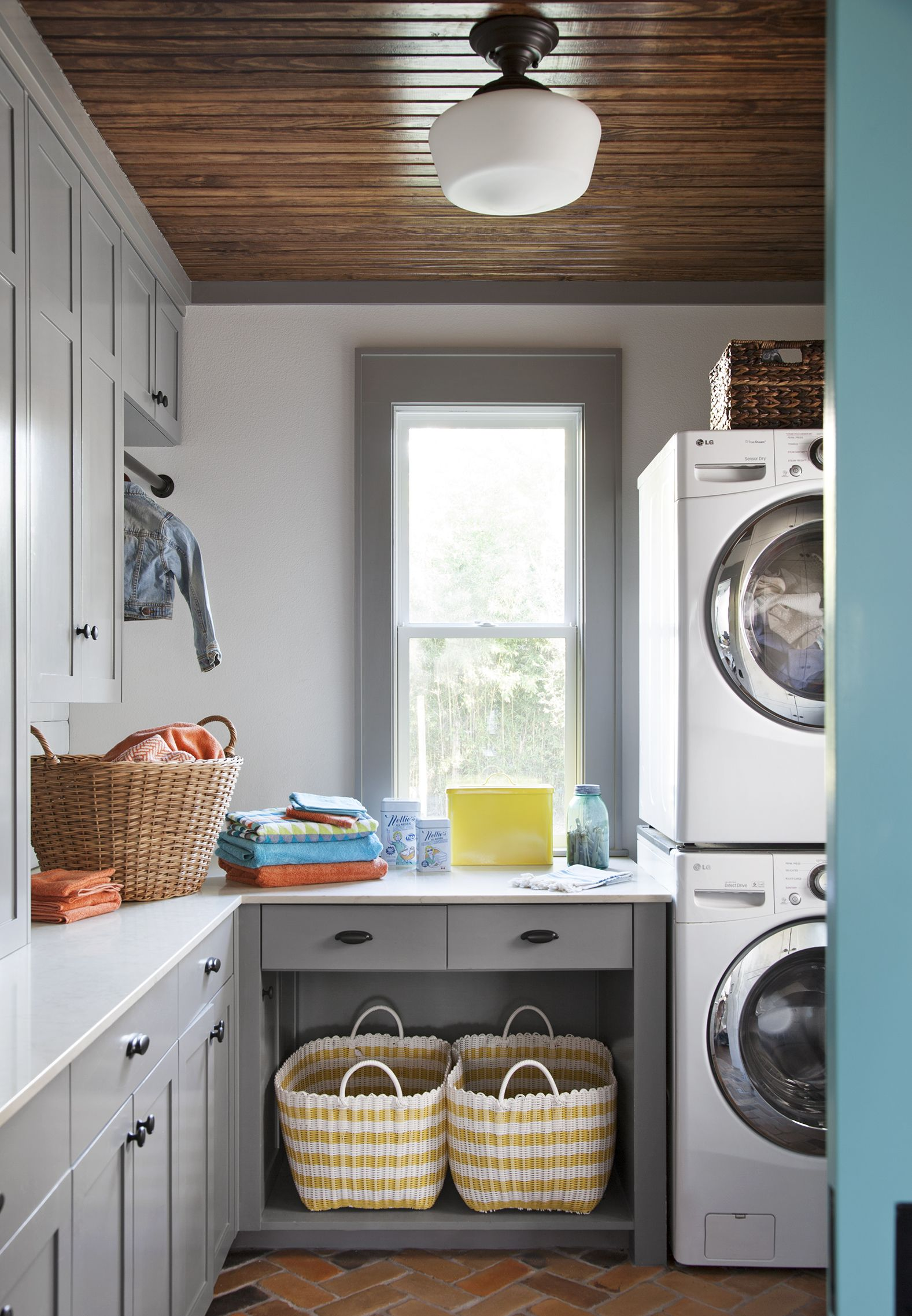 A Stacked Washer And Dryer Allow Counter Space For Folding A Corner Clothing Rod And An Open Small Laundry Rooms Laundry Room Design Laundry Room Organization