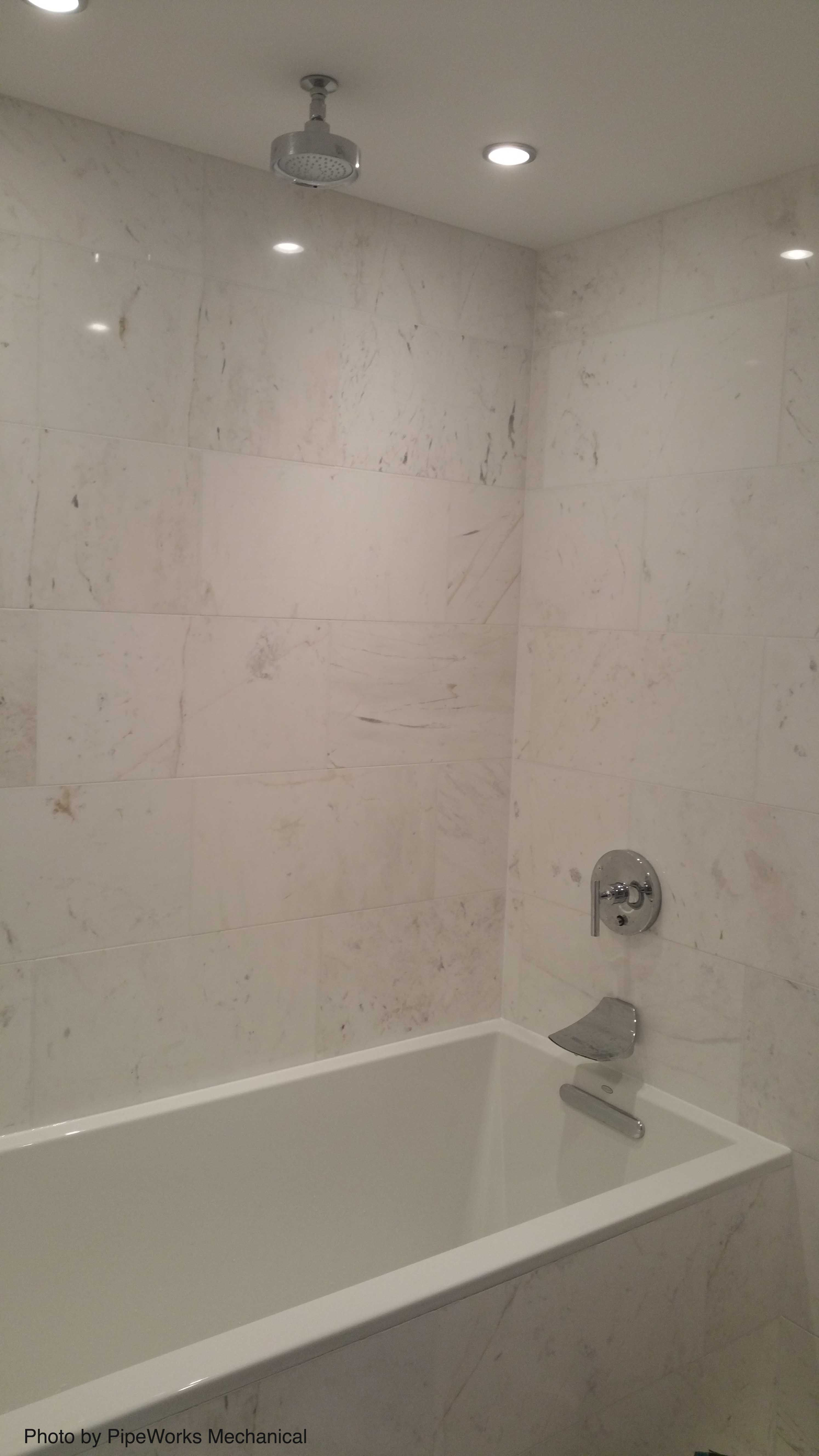 Shower Tub Combo With A Rainfall Deep Soaker And Beautiful White Tile All Around Head Seems Bit Small Don T You Think