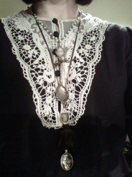 http://strangegirlblog.blogspot.com/2011/01/diy-dolly-kei-spoon-necklace-tutorial.html