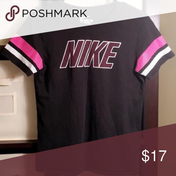 Nike T-Shirt | Nike tshirt, Nike, Black