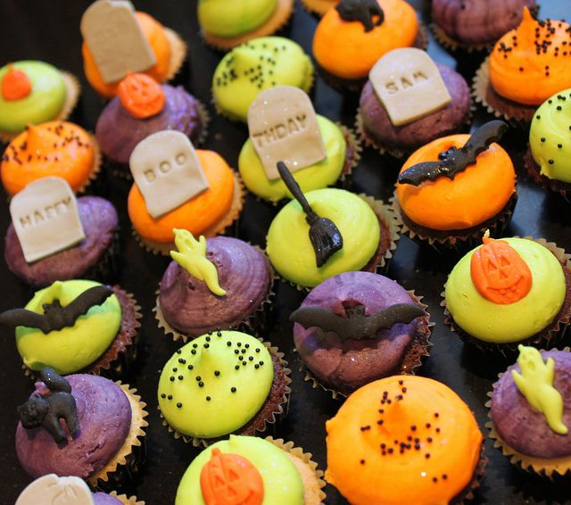 Halloween mini cupcakes More Spooky food ideas - spooky food ideas for halloween