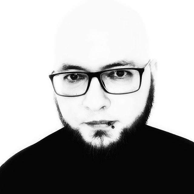 selbstportrait, 2020, öl auf leinwand  #selfie #potd #portrait #schwarzweiss #blackandwhite #bw #horrorgram #finstergram #schriftstellerdinge