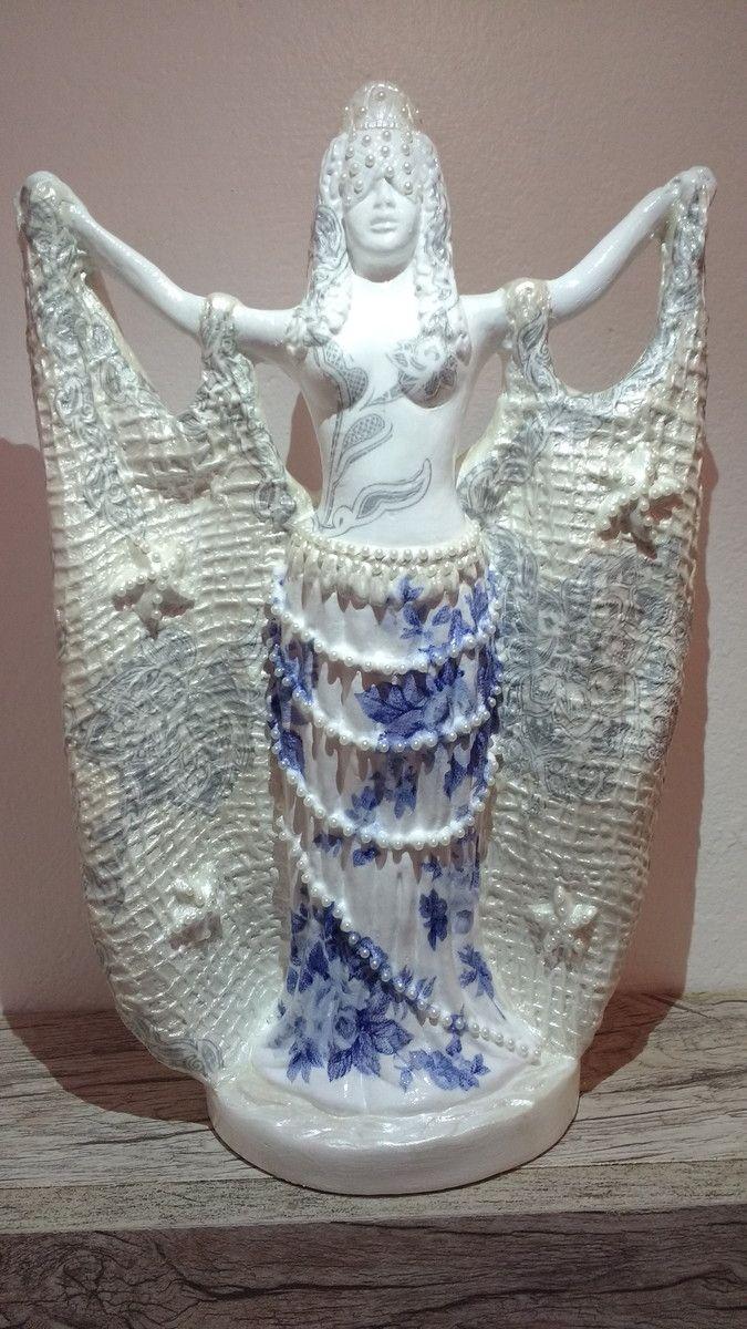 Iemanjá Rainha dos Mares rede. Imagem em gesso com decoupagem e detalhes em pérola.