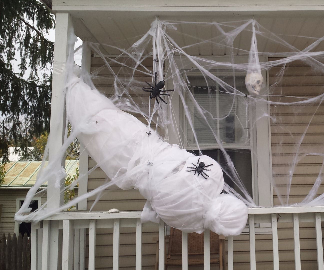 Life-size Spider Victim This is a great high-impact (and easy!) outside decoration for Halloween. If you can use materials commonly found around the house, it's also inexpens...This is a great high-impact (and easy!) outside decoration for Halloween. If you can use materials commonly found around the house, it's also inexpens...