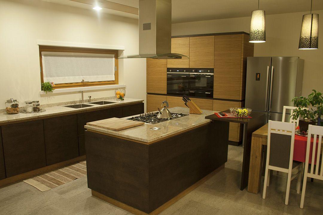 Cucina In Rovere Con Piano In Granito.Cristina Cucina In Chiave Moderna In Rovere Bicolor Con