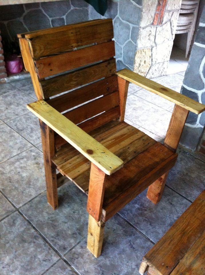 Silla elaborada con madera de palets reutilizar es - Sillas con palets ...