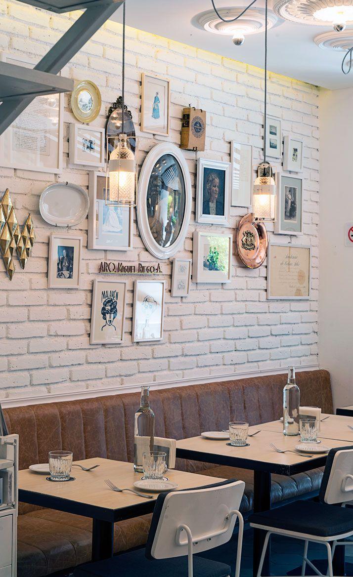 Le charme du Malamén Restaurant | Mur de cadres | Decoration ...