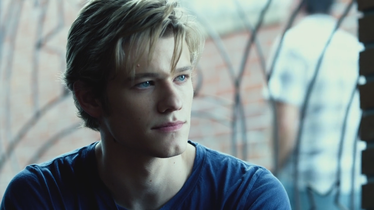 lucas till how tall
