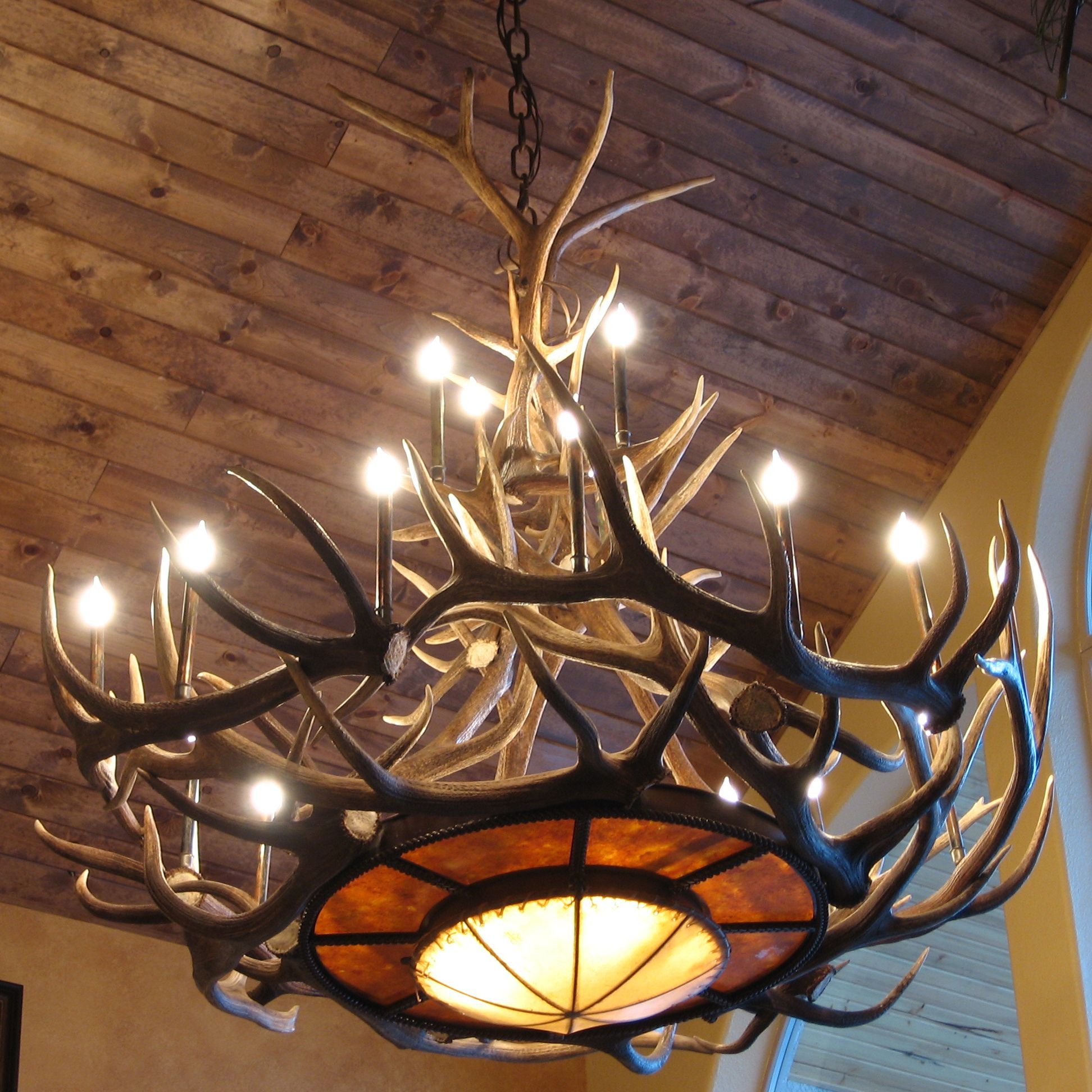 Antler chandeliers not just for cabins heres why cuernos de love the finish on the ceiling and love the antler chandelier aloadofball Choice Image