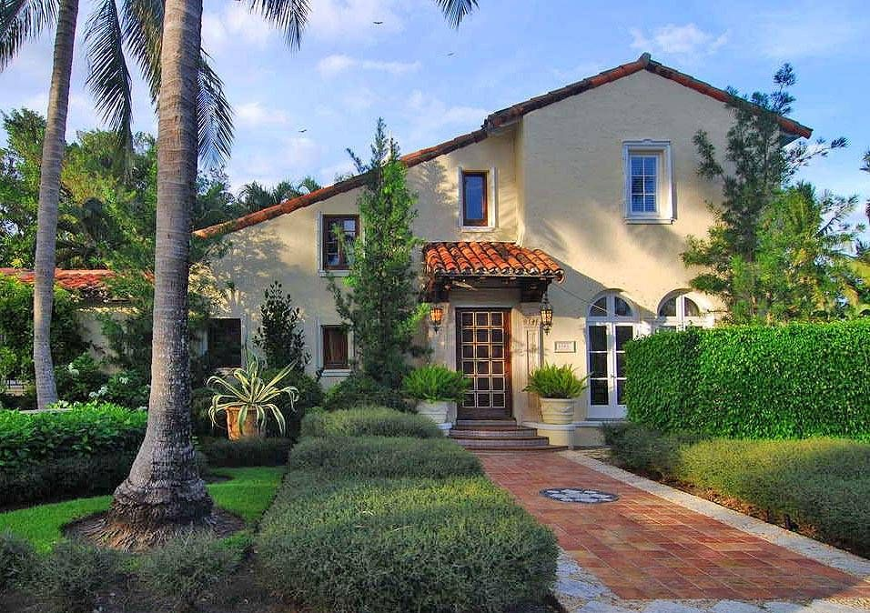 American architecture with a mediterranean flair spanish for Mediterranean style architecture characteristics