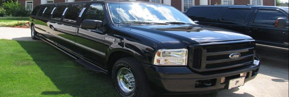 """There is no better way to enjoy and make your event more gleeful and special than with Limo services.  A stretch limousine car can make you """"talk of the town"""" as you step out of it with all the elegance and comfy. Limousine car is well-known as """"status symbol"""" to people who want to maintain the status in public."""