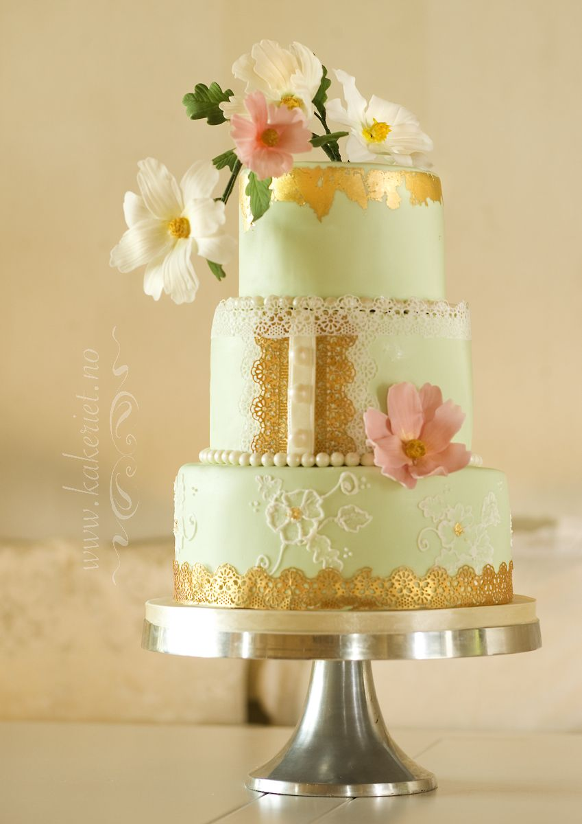 Mint and gold wedding cake with cosmos | Inspiration for autumn ...