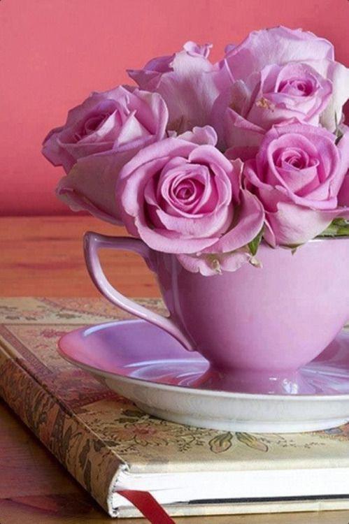 roze koffiekop met rozen