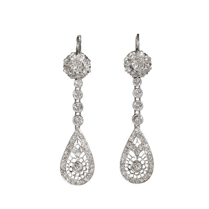Pendientes largos en platino modelo Belle Époque tardío con rosetón alto, ristra de diamantes articulados y lágrima