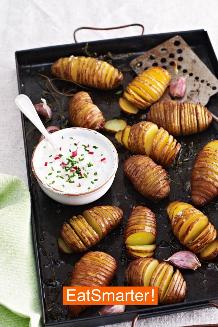 Schnelle vegetarische Rezepte: Kartoffelfächer mit Radieschen-Frischkäse | EAT SMARTER