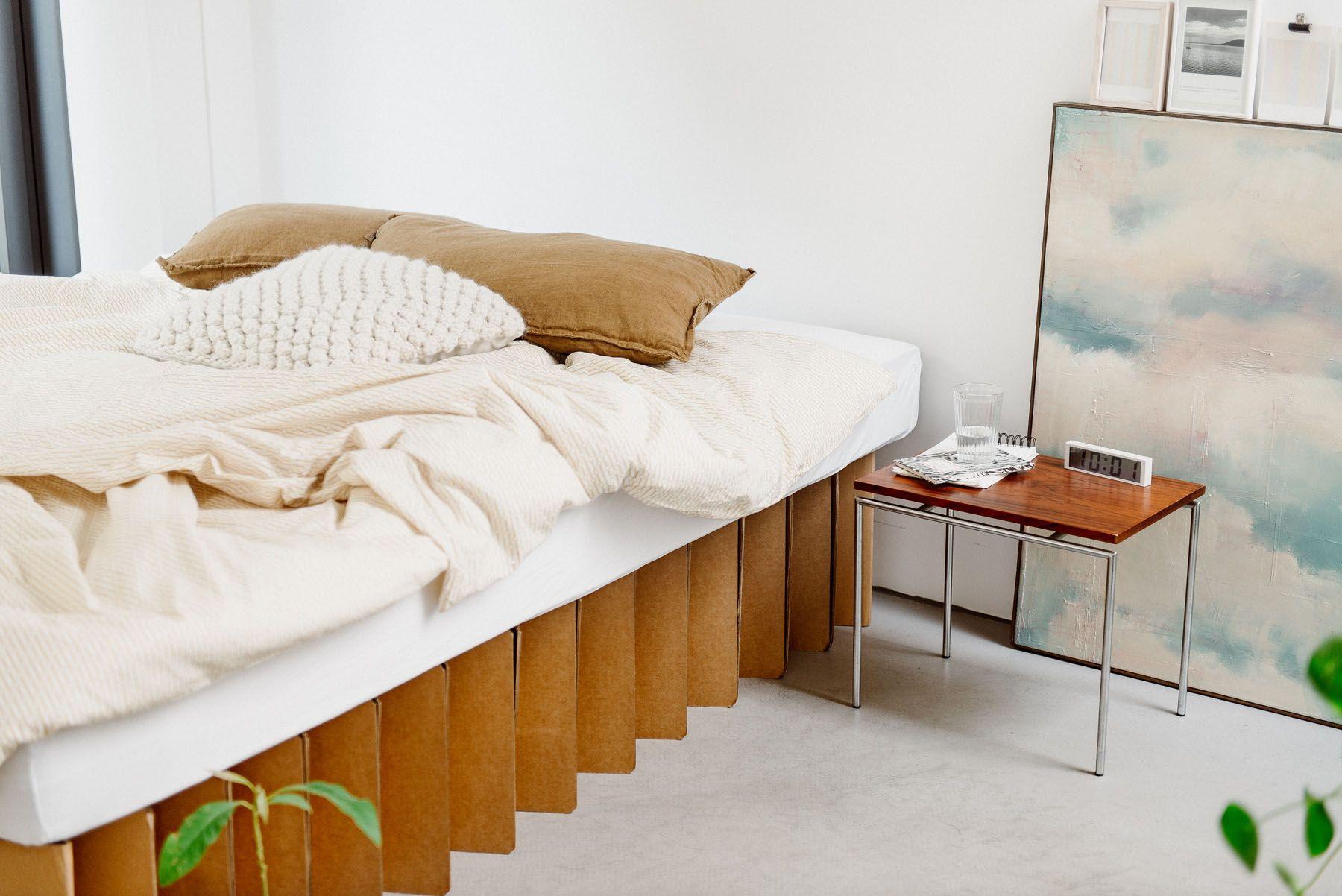 Nachhaltiges Bett 2 0 Aus Wellpappe Room In A Box Furniture Sustainable Furniture Home