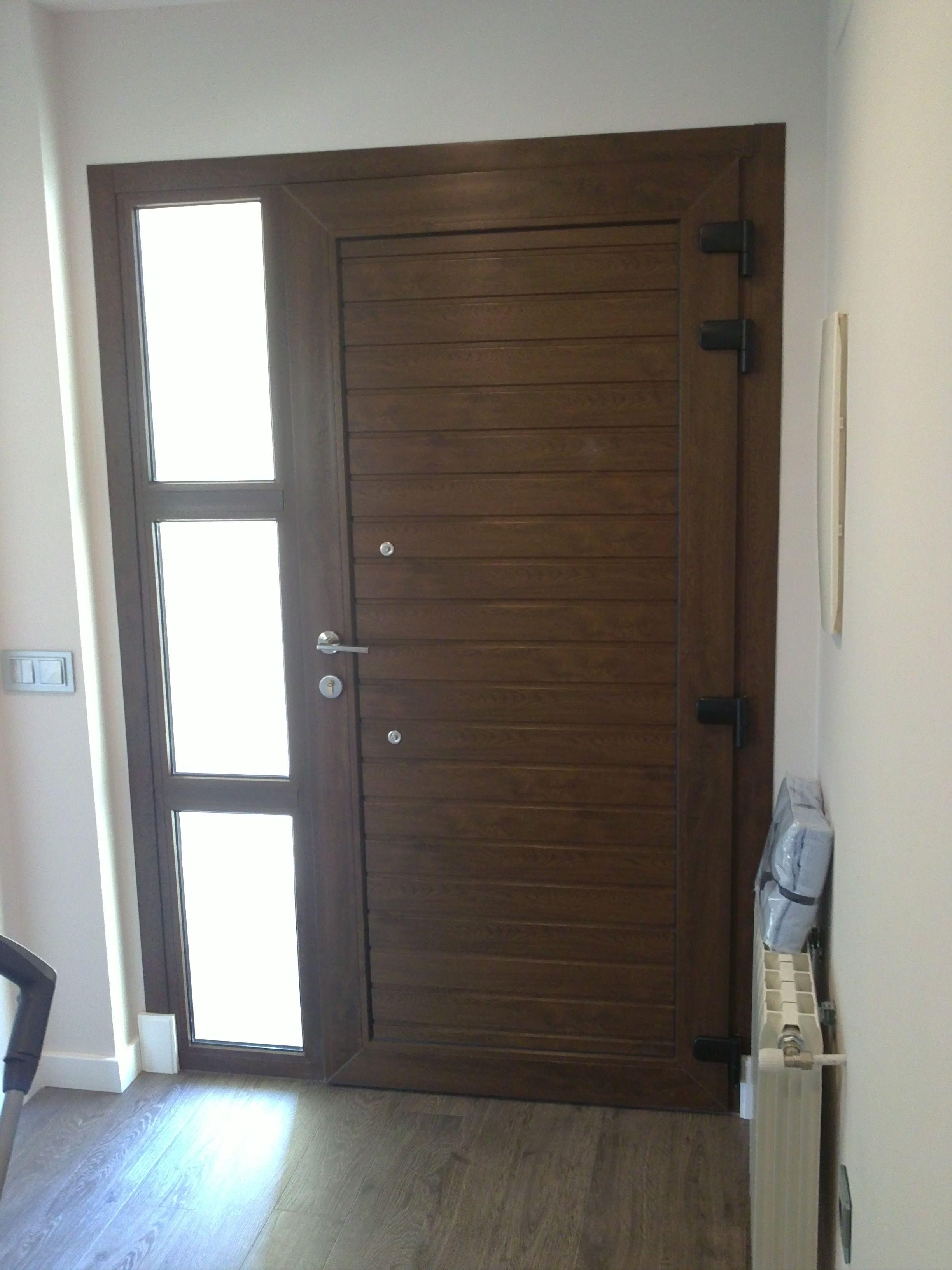 Trasera de puerta exterior en alum nio nogal con fijo for Puertas de exterior