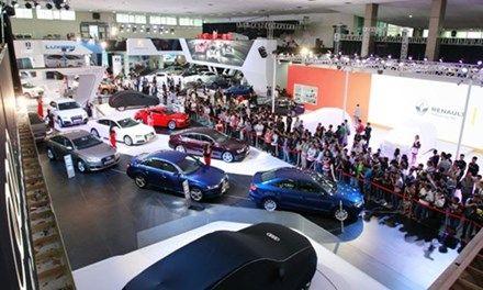 Gía Xe Mercedes S400 - 0945 777 077: Chạy đua show triển lãm xe sang riêng