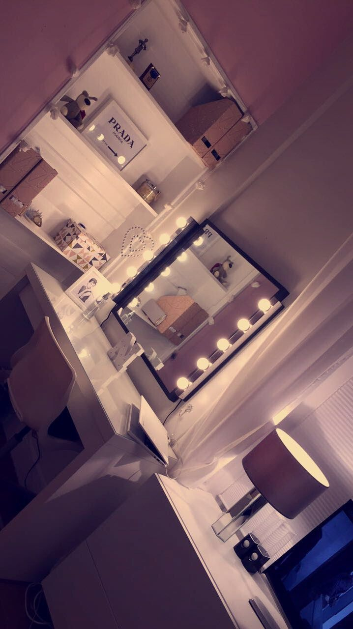 Bedroom desk/dressing table #tumblrrooms