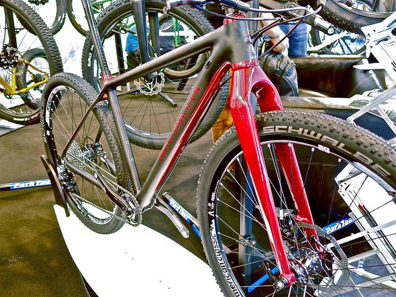 Konstructive Iolite Rubyred Carbon Eurobike2014 Com Imagens