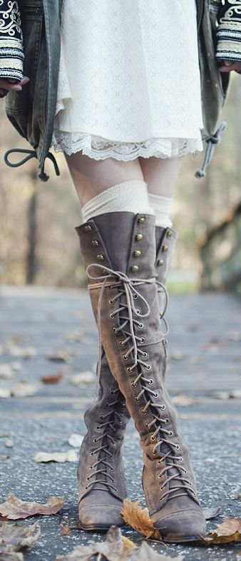 93684b3569b75 20 Style Tips On How To Wear Lace-Up Boots This Year | Canvas ideas ...