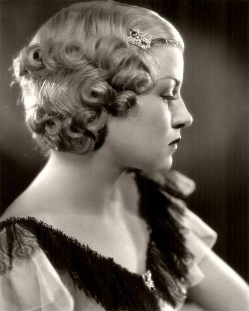 Claire Trevor 1934 V IN T A G E / H A IR S T Y L E S