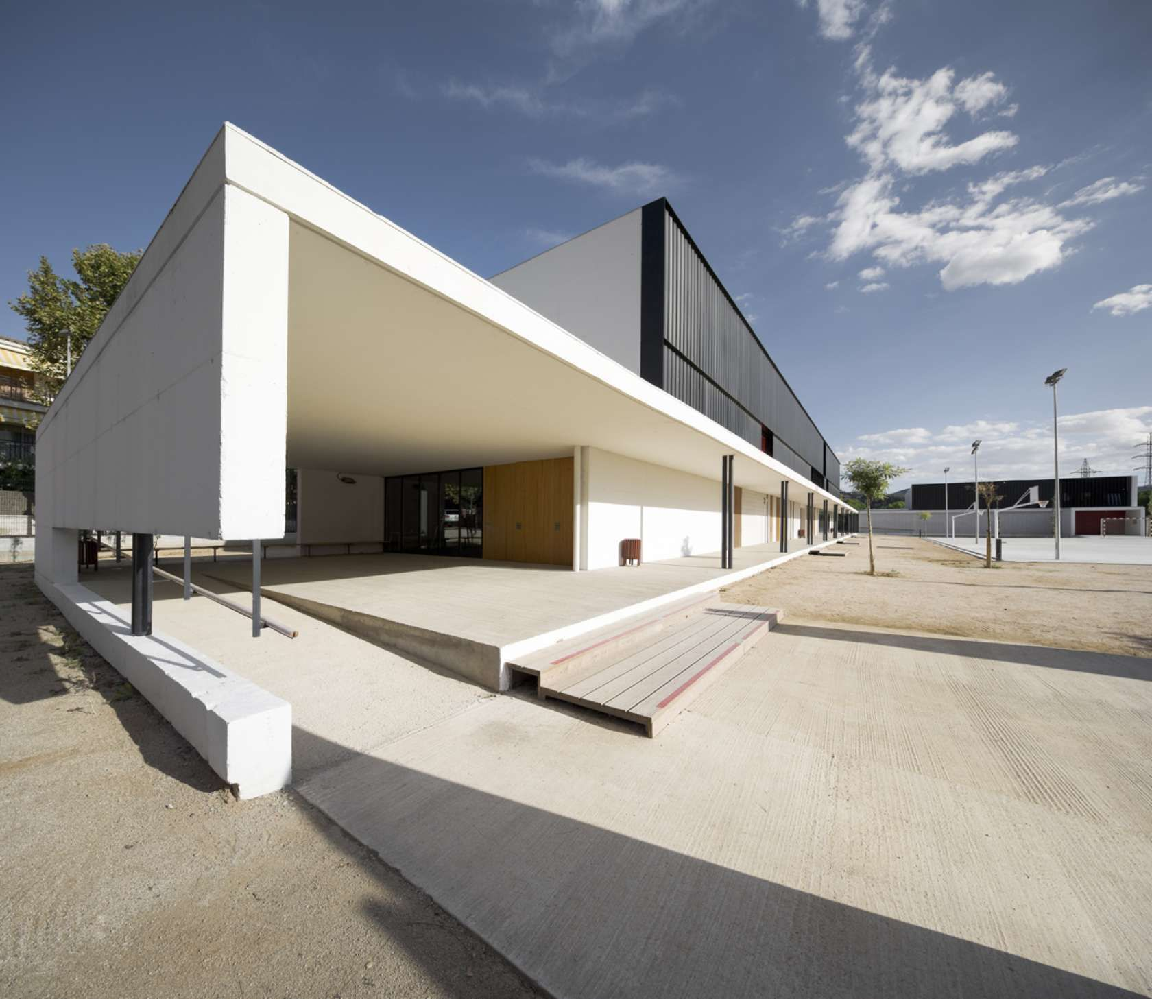 Els Grogs secondary school external space