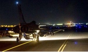 França lança bombardeio maciço a reduto do Estado Islâmico na Síria