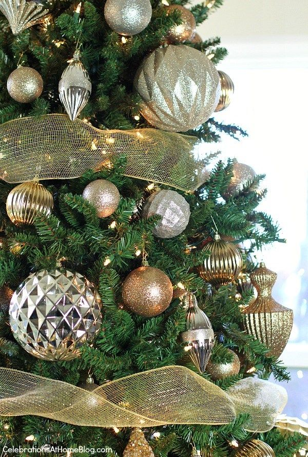 Best Tips For Decorating Your Christmas Tree Every Time Step By Step Christmas Tree Decorating Themes Glam Christmas Tree Christmas Tree Decorating Tips