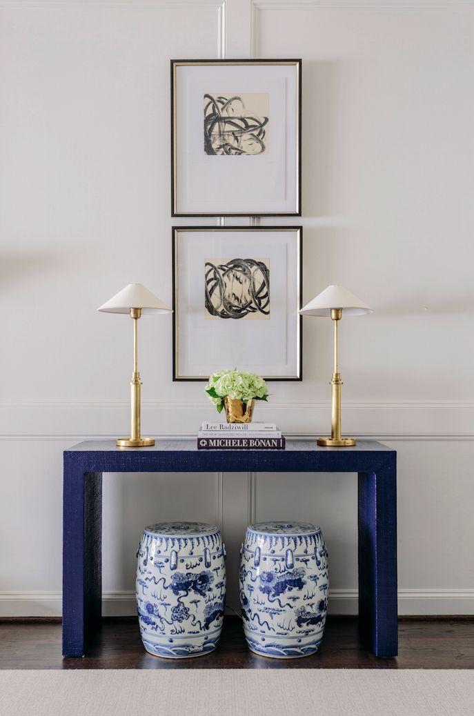 Well Balanced Look Navyandwhite Consoletable Artideas Consoledecorating Decor Home Decor Traditional Living Room