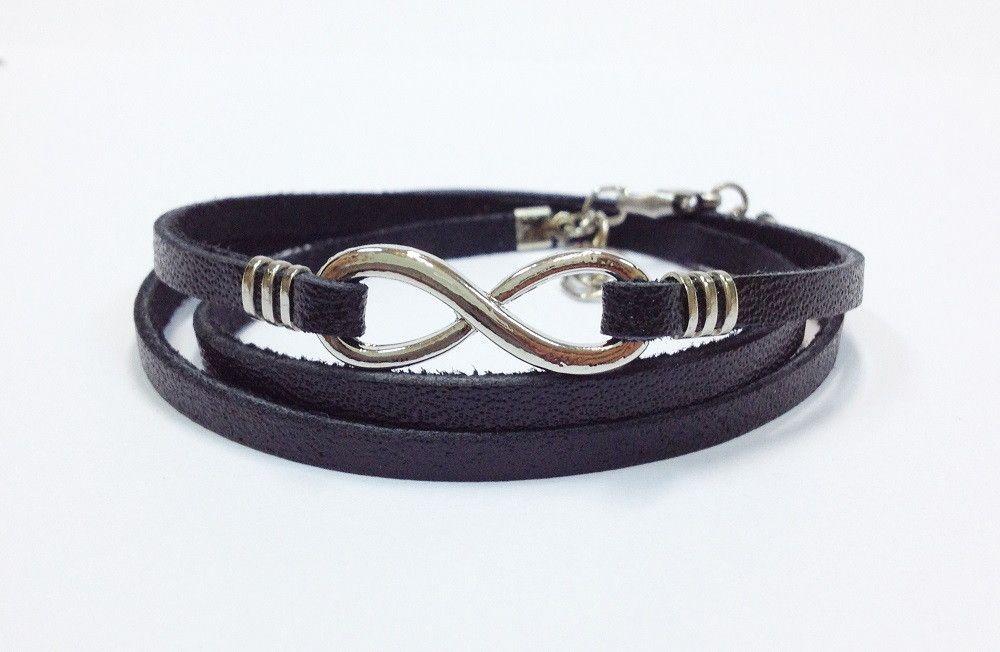 Kit de pulseiras masculinas composto de 4 pulseiras, sendo:  - 1 pulseira de couro achatado na cor preto, com 3 voltas e símbolo do infinito em banho prata  - 1 pulseira de pedra natural ônix de 6 mm em fio de silicone  - 1 pulseira de couro trançado na cor preto  - 1 pulseira de pedra natural ôn...