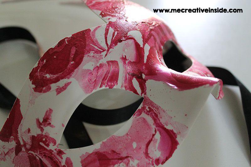 maschera di carnevale marmorizzata fai da te con smalto ME creativeinside