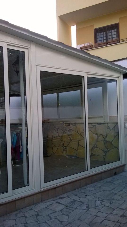 Particolare veranda con infissi taglio termico scorrevoli